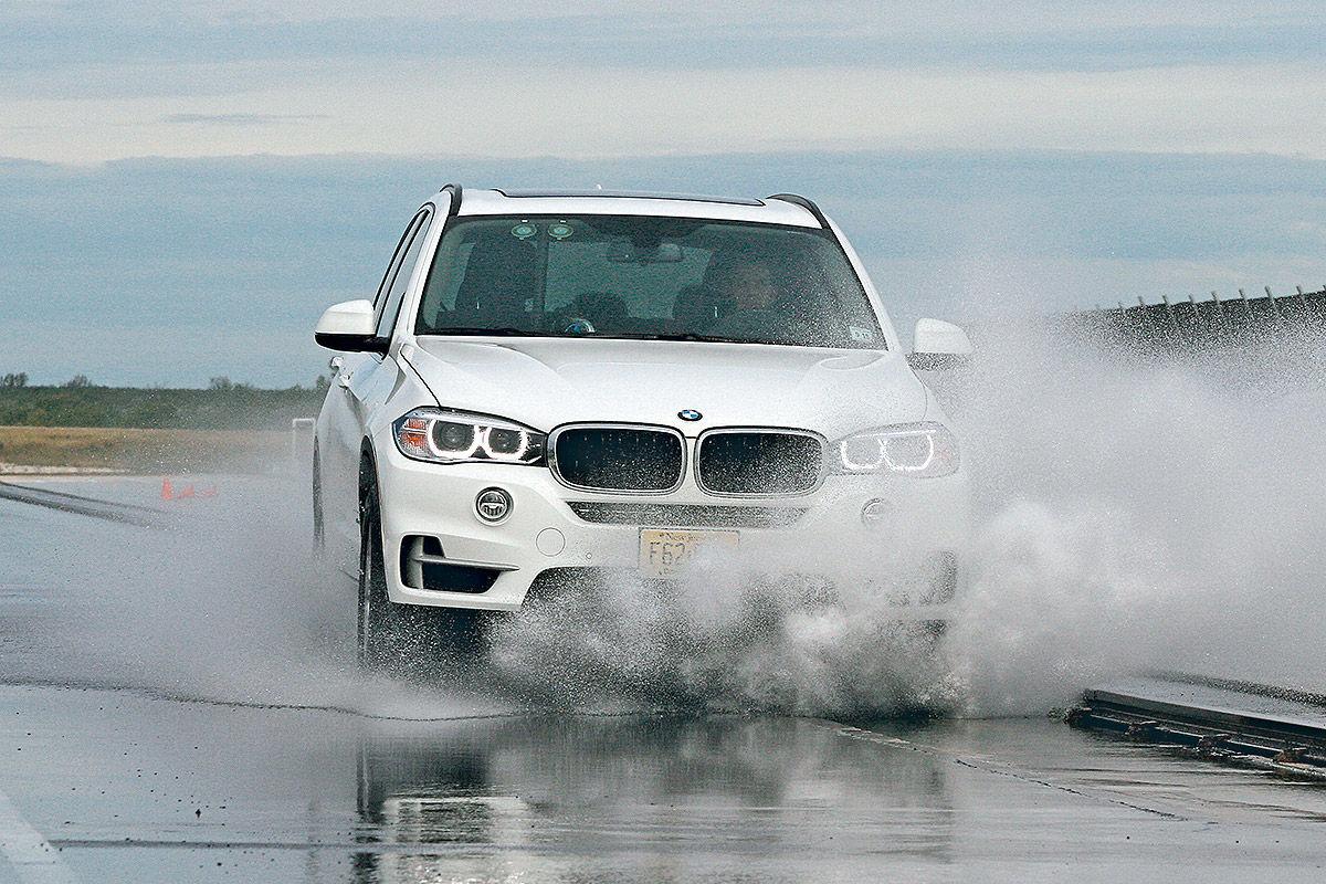 Тест на мокрой дороге