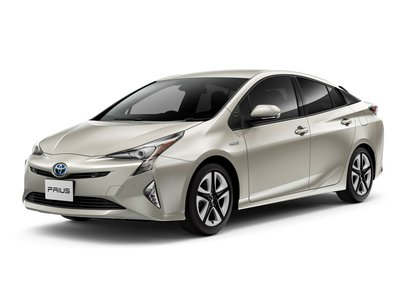 Новая Toyota Prius с шинами Bridgestone.