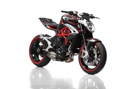MV Agusta Diablo Brutale 800 с шинами Pirelli