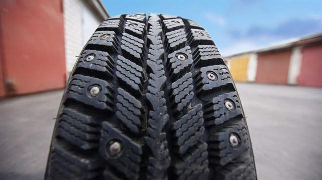 Шведы предпочитают шипованные шины